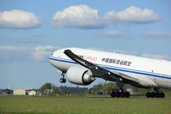 Amsterdão os Países Baixos - 3 de maio de 2018: B-2098 Air China Cargo Boeing 777F Foto de Stock