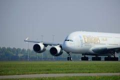 Amsterdão os Países Baixos - 6 de maio de 2017: Emirados Airbus A380-800 de A6-EEX Fotografia de Stock Royalty Free