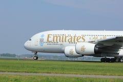 Amsterdão os Países Baixos - 6 de maio de 2017: Emirados Airbus A380-800 de A6-EEX Imagem de Stock Royalty Free