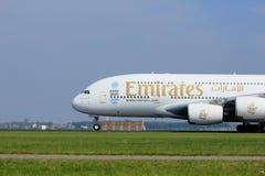 Amsterdão os Países Baixos - 6 de maio de 2017: Emirados Airbus A380-800 de A6-EEX Fotografia de Stock