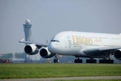 Amsterdão os Países Baixos - 6 de maio de 2017: Emirados Airbus A380-800 de A6-EEX Imagens de Stock