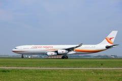 Amsterdão os Países Baixos - 6 de maio de 2017: PZ-TCR Surinam Airways Airbus A340-300 Fotos de Stock Royalty Free