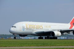 Amsterdão os Países Baixos - 6 de maio de 2017: Emirados Airbus A380-800 de A6-EEX Fotos de Stock Royalty Free