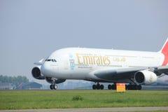 Amsterdão os Países Baixos - 6 de maio de 2017: Emirados Airbus A380-800 de A6-EEX Foto de Stock Royalty Free