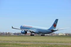Amsterdão os Países Baixos - 25 de março de 2017: C-GFAJ Air Canada Airbus Foto de Stock Royalty Free