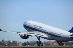 Amsterdão os Países Baixos - 25 de março de 2017: B-6548 China Southern Airlines Foto de Stock