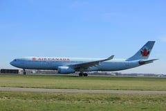 Amsterdão os Países Baixos - 25 de março de 2017: C-GFAJ Air Canada Airbus Imagem de Stock