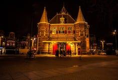 AMSTERDÃO, PAÍSES BAIXOS - 1º DE JANEIRO DE 2016: Estação nova de Markt o 1º de janeiro, em Amsterdão - Netherland Fotos de Stock Royalty Free