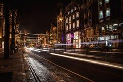 AMSTERDÃO, PAÍSES BAIXOS - 22 DE JANEIRO DE 2016: Ruas da cidade de Amsterdão na noite Ideias gerais da paisagem da cidade o 22 d Imagens de Stock