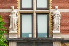 AMSTERDÃO, PAÍSES BAIXOS - 25 DE JUNHO DE 2017: Elementos exteriores do Museu Nacional holandês de Rijksmuseum fotografia de stock royalty free