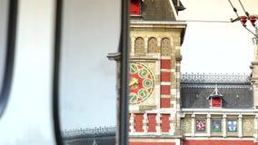 AMSTERDÃO, PAÍSES BAIXOS: Estação de caminhos-de-ferro central de Amsterdão em Amsterdão ULTRA HD 4K, tempo real filme