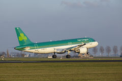 Amsterdam Airport Schiphol - Air Lingus Airbus A320 lands Stock Photography