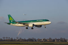 Amsterdam Airport Schiphol - Air Lingus Airbus A320 lands Royalty Free Stock Photos
