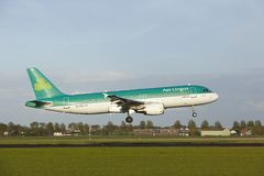 Amsterdam Airport Schiphol - Airbus A320 of Aer Lingus lands Stock Photos