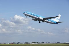 Amsterdam Airport Schiphol - Boeing 737 of KLM takes off Stock Photography