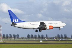 Amsterdam Airport Schiphol - Boeing 737 of SAS (Scandinavian Airlines) lands Stock Images