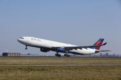 Amsterdam Airport Schiphol - Delta Air Lines Airbus A330 takes off Stock Photos