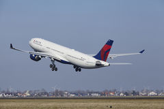Amsterdam Airport Schiphol - Delta Air Lines Airbus A330 takes off Stock Photo