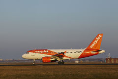 Amsterdam Airport Schiphol - EasyJet Airbus A319 takes off Stock Photos