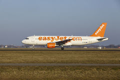 Amsterdam Airport Schiphol - EasyJet Airbus A320 takes off Stock Photos