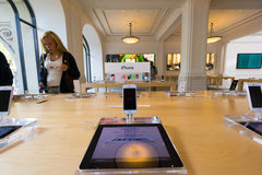 Amsterdam Apple lagerinre Arkivbilder