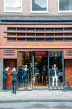 AMSTERDAM-APRIL 30 :雨果P的上司商店 C Hooftstraat 4月30,2015的购物街道荷兰 免版税库存照片