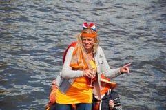 27 Amsterdam-APRIL: Actieve deelnemer op bootpartij tijdens de Dag van de Koning op 27,2015 April in Amsterdam, Nederland Stock Afbeeldingen