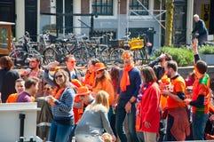 27 Amsterdam-APRIL: Bootpartij op het kanaal van Amsterdam tijdens de Dag van de Koning op 27,2015 April in Amsterdam, Nederland Royalty-vrije Stock Foto