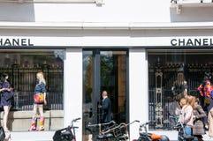 30 Amsterdam-APRIL: Chanel-opslag op P C Hooftstraat luxueuze het winkelen straat op 30,2015 April in Amsterdam Stock Afbeelding