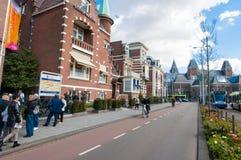 30 Amsterdam-APRIL: Cityscape van Amsterdam, Rijksmuseum is zichtbaar op de achtergrond op 30 April, 2015 Royalty-vrije Stock Fotografie
