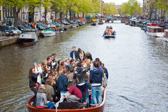 27 Amsterdam-APRIL: De Dagroeien van de koning door kanalen op 27 April, 2015 in Amsterdam, Nederland Royalty-vrije Stock Fotografie