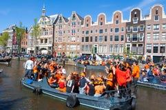 27 Amsterdam-APRIL: De menigte van mensen neemt aan de Dag van de vierende Koning deel op 27,2015 April Nederland Stock Afbeelding