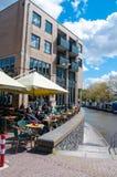 30 Amsterdam-APRIL: De niet gedefiniëerde mensen hebben ontbijt in Aran Irish Pub op 30,2015 April, Nederland Royalty-vrije Stock Afbeelding