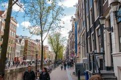 30 Amsterdam-april: Het District van het Amsterdam'srode licht, toeristen gaat bezienswaardigheden bezoekend op 30,2015 April,  Royalty-vrije Stock Foto's