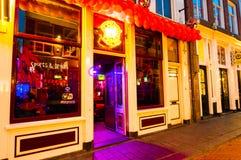 27 Amsterdam-APRIL: Het lokale restaurant in rood lichtdistrict nodigt gasten uit om diner op 27,2015 April, Nederland te hebben Royalty-vrije Stock Afbeelding