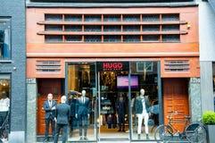 30 Amsterdam-APRIL: Hugo Boss-opslag op P C Hooftstraat het winkelen straat op 30,2015 April in Amsterdam Royalty-vrije Stock Afbeeldingen