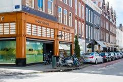 30 Amsterdam-APRIL: Louis Vuitton-opslag op P C Hooftstraat het winkelen straat op 30,2015 April Nederland Royalty-vrije Stock Foto's