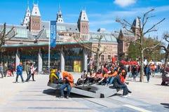 27 Amsterdam-APRIL: Menigte van mensen in Museumplein tijdens de Dag van de Koning op 27,2015 April Royalty-vrije Stock Foto