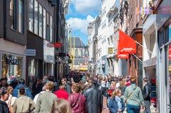 30 Amsterdam-APRIL: Mensen op Kalverstraat-het winkelen straat op 30,2015 April, Nederland royalty-vrije stock foto's