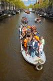 27 Amsterdam-APRIL: Mensen op Partijboot met onbeperkte bier, soda en wijn aan boord op de Dag van de Koning op 27,2015 April Royalty-vrije Stock Afbeelding