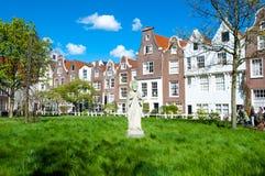 30 Amsterdam-april: Middeleeuwse Begijnhof in het hart van de stad van Amsterdam op 30,2015 April Stock Foto's