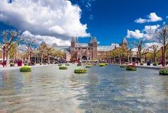 30 Amsterdam-APRIL: Rijksmuseum van Museumplein (Museumvierkant) op 30 April, 2015 Stock Foto's