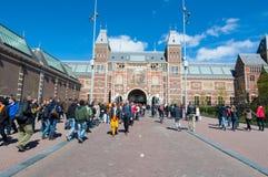 27 Amsterdam-APRIL: Rijksmuseum zoals die van Museumvierkant tijdens de Dag van de Koning op 27 April, 2015 wordt gezien Royalty-vrije Stock Afbeelding