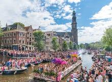 Amsterdam, am 5. August 2017: Boote des Kanalparadesegelns 2017 lizenzfreie stockfotos
