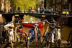 Amsterdam, barco de NetherlandsSightseeing adentro Imágenes de archivo libres de regalías