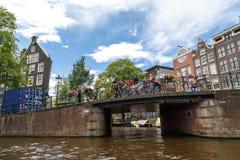 Amsterdam broar på kanaler Arkivfoto