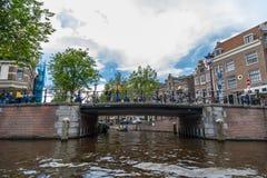 Amsterdam broar på kanaler Royaltyfri Foto