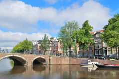 Amsterdam. Brug over de kanalen Royalty-vrije Stock Foto