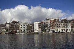 Amsterdam byggnader i Holland Royaltyfri Fotografi