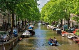 Amsterdam - canali e case olandesi tipiche Fotografia Stock Libera da Diritti